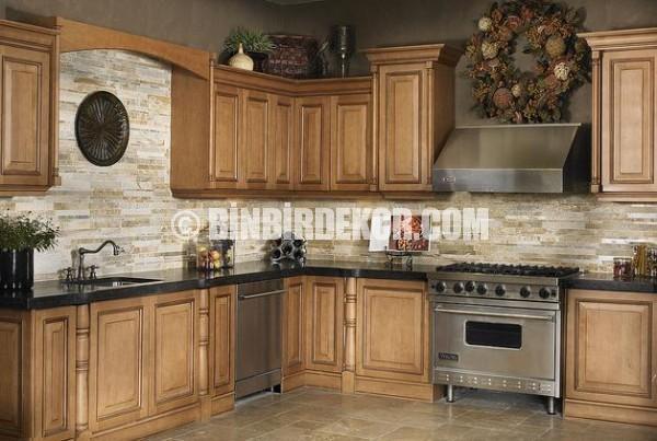 Doğal taş görünümlü şık mutfaklar