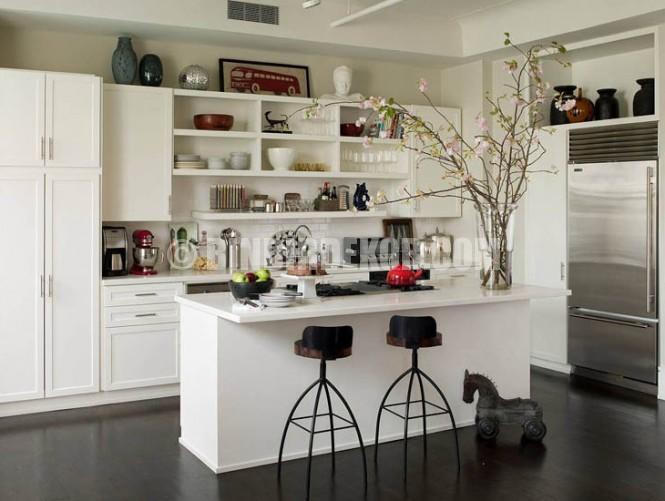 Açık mutfaklar için dekoratif raflar