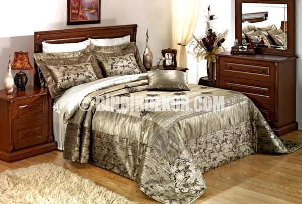 Home Collection 'dan perdeli yatak örtüleri