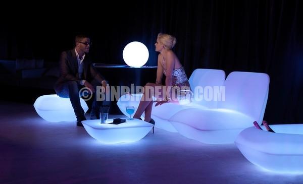 Göz kamaştıran ışıklı mobilyalar
