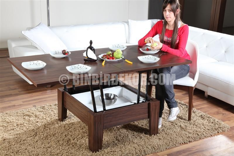 Yemek masası olan sihirli sehpa