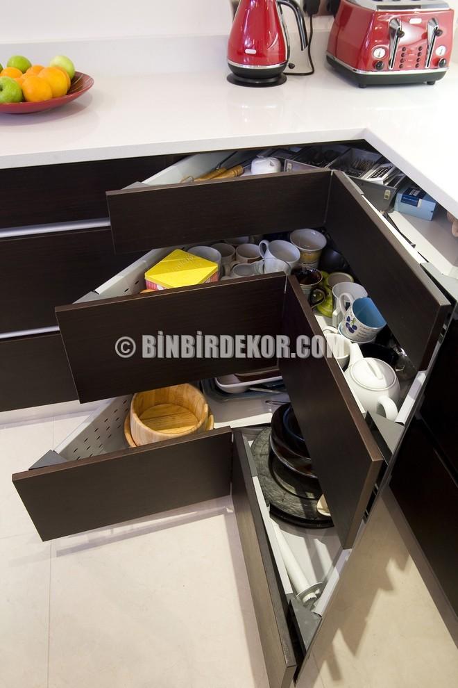 Mutfaklar için çok şık çekmece düzenlemeleri