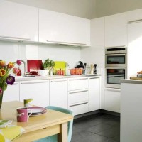 white-kitchens-ideas-White-kitchen-with-colourful-accents.jpg