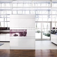 White Kitchen Design with Wooden Back Walls – +Artesio by Poggenpohl