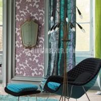 Moda dekorasyonda mor turkuaz renk kullanimi turkuaz kadife koltuk mor Fotoğrafları