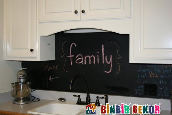 mutfak dekorasyon fikirleri mutfaklar için karatahta yapımı.jpeg
