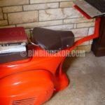 1968 Vespa Scooter Laptop Masası Oldu