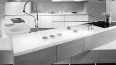 Minimalist ve fonksiyonel mutfak (Amr Helmy Design)