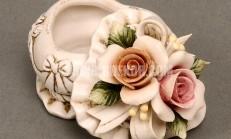 Yapay çiçekli dekoratif aksesuarlar