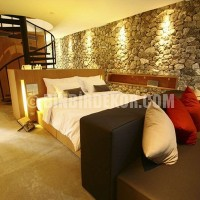 Luxurious-Bedroom-Interior-with-Stone-Wall-Decoration